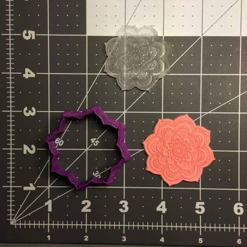 flower-100-cookie-cutter-and-stamp-embossed-1